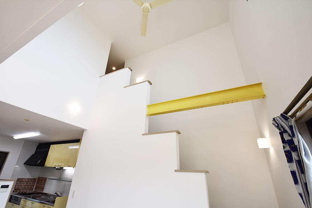 物件画像ギャラリー:暖かい光に包まれる吹抜リビングの家
